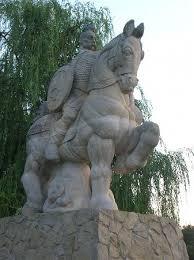 Памятник князю Святославу на Пейзажной аллее